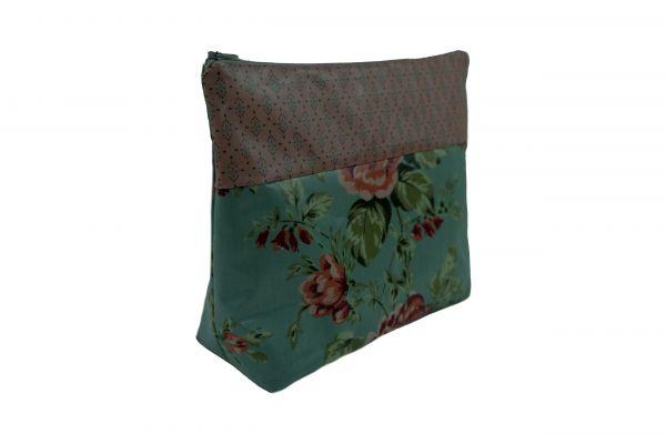 Handgemachte Kulturtasche Wickeltasche Sophia Ice Blue aus beschichteter Baumwolle