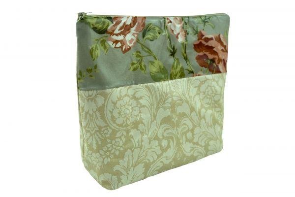 Handgemachte Kulturtasche Wickeltasche Victoria Creme aus beschichteter Baumwolle