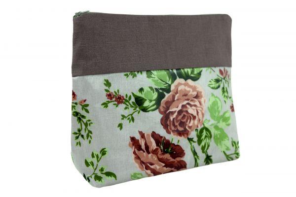 Handgemachte Kulturtasche Wickeltasche Sophia Plum aus beschichteter Baumwolle und Leinen