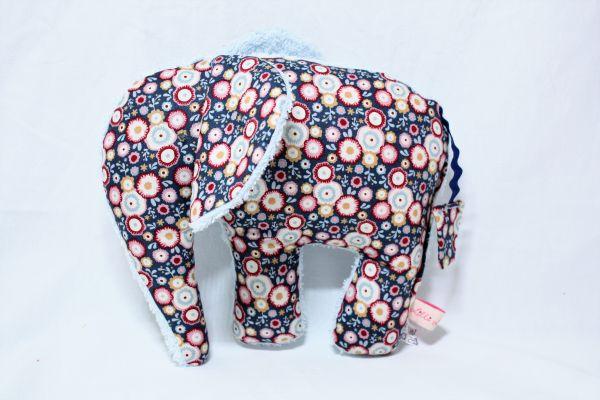 Lilli Löwenherz handgemachter Elefant Emma (macht) blau