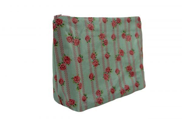Handgemachte Kulturtasche Wickeltasche Victoria Lacy Blue aus beschichteter Baumwolle