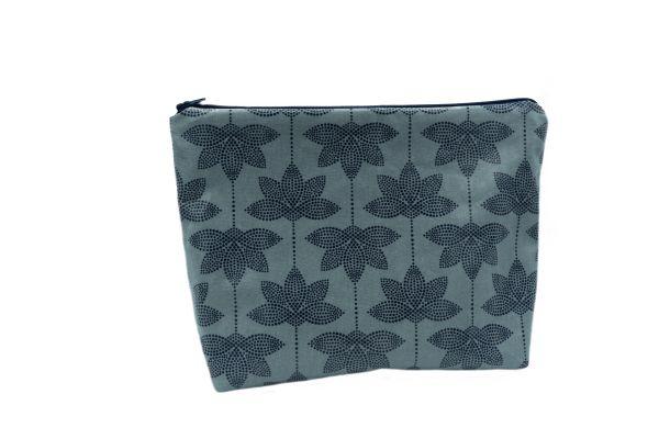 Kulturtasche Wickeltasche Lotus Blue aus beschichteter Baumwolle